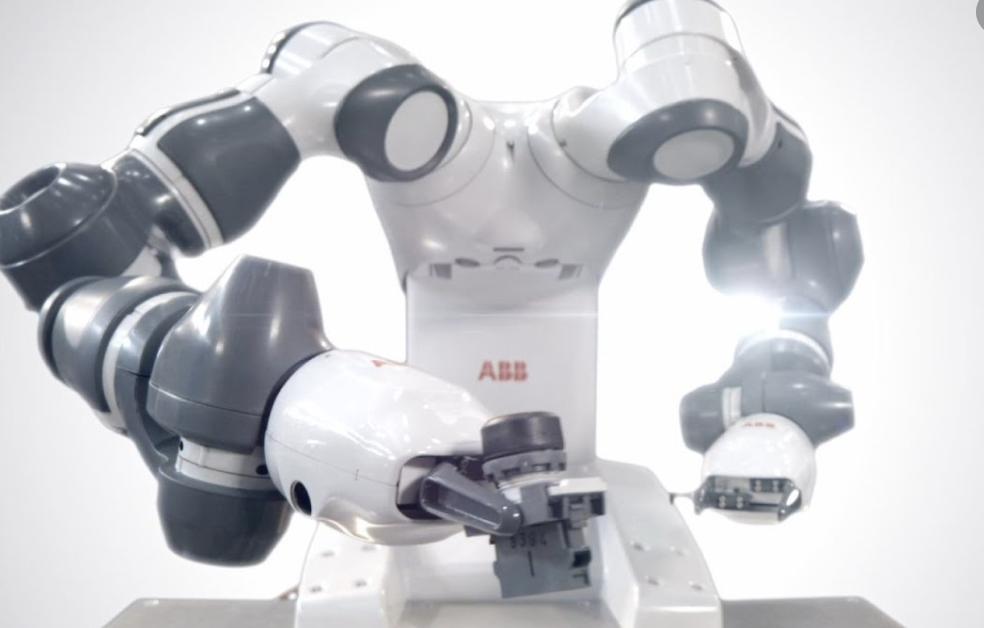 ROBOT YUMI ABB CREATES FOAM SCULPTURES