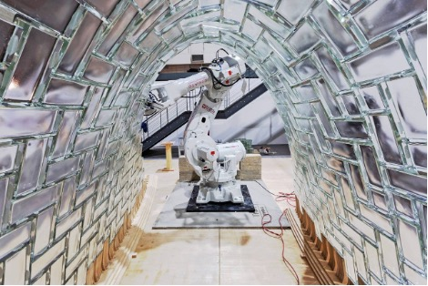ROBOTS AND HUMANS COLLABORATE TO REVOLUTIONIZE ARCHITECTURE